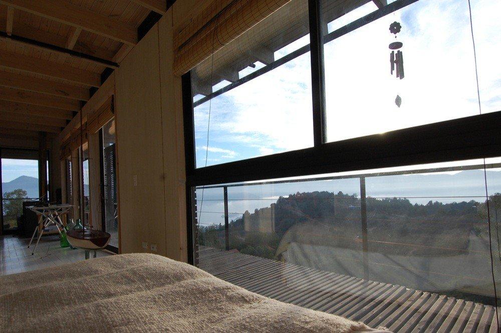 Вид из главной спальни на лагуну и горы просто великолепен