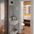 Зеркало на входной двери экономит место в маленькой квартире-студии. Рядом с прихожей находится удобная и яркая ванная комната. (современный,минимализм,интерьер,дизайн интерьера,мебель,маленький дом,квартиры,апартаменты,вход,прихожая,маленькая прихожая,идеи прихожей,оформление прихожей,мебель для прихожей,вешадка для прихожей,ванна,санузел,душ,туалет,дизайн ванной,интерьер ванной,сантехника,кафель,керамика,фото ванной,идеи ванной)
