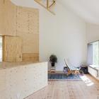 Пространство гостинной на втором этаже (гостинная,жилая комната,минимализм,современный,архитектура,дизайн,интерьер,экстерьер,маленький дом,мебель)