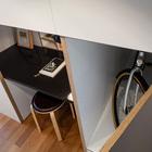 Очень своеобразная система хранения в номере позволяет спрятать велосипед взятый на прокат в гостинице.