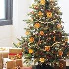 Попкорн напоминающий снег, красная клюква, высушенные ломтики апельсина и лимона, палочки корицы могут составить полноценную праздничную палитру на елке и наполнить дом незабываемыми ароматами. (новый год,рождество,елка,подарки,декор,елочные игрушки,хвоя,гирлянды,конфети,сделай сам,самоделки,апельсины на елке,лимоны на елке,попкорн на елке, корица на елке)