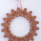 Рождественский венок из пряничных человечков может быть съеден сразу после праздников.