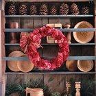 Великолепный венок можно сделать из собранных заранее и высушенных цветов и их лепестков.