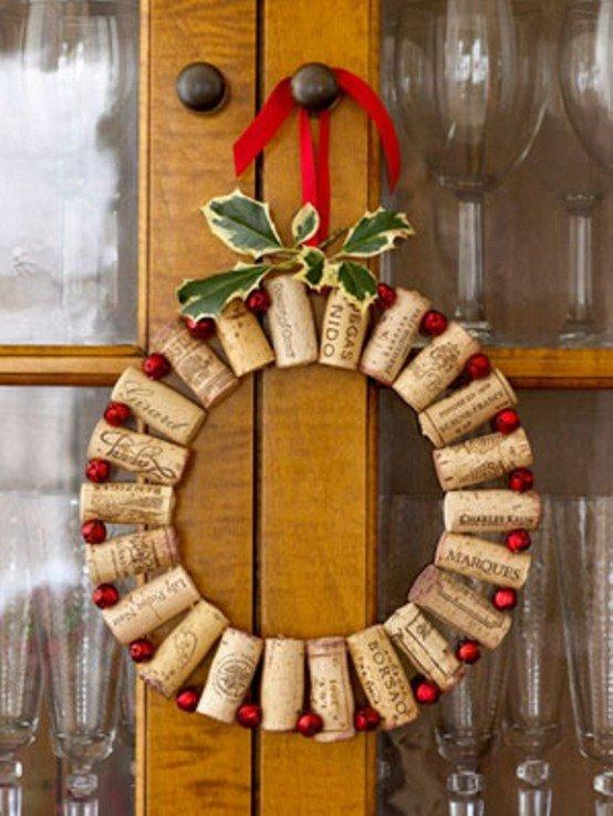 Коллекция винных пробок поможет сделать совершенно уникальный рождественский венок.