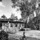 Дворик с северной стороны дома изначально был покрыт гранитной брусчаткой.