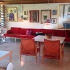 Светлая жилая комната с выходом на южную террасу. (архитектура,дизайн,экстерьер,интерьер,дизайн интерьера,мебель,1950-70е,середина 20-го века,медисенчери,медисенчери модерн,модерн,средневекоый модерн,модернизм,mcm,гостиная,дизайн гостиной,интерьер гостиной,мебель для гостиной,фото гостиной,идеи гостиной)
