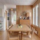 Столовая является проходной комнатой. За счет отсутствия коридора столовая кажется существенно больше чем есть на самом деле.