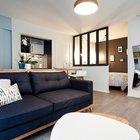 Жилая комната объединяет в себе гостиную и столовую, однако спальня выделена в отдельное помещение. (маленькая квартира,квартира студия,компактная квартира,квартиры,апартаменты,мебель,интерьер,дизайн интерьера,скандинавский,скандинавский интерьер,скандинавский стиль,гостиная,дизайн гостиной,интерьер гостиной,мебель для гостиной,фото гостиной,идеи гостиной,спальня,дизайн спальни,интерьер спальни,фото спальни,мебель для спальни,кровать,столовая,дизайн столовой,интерьер столовой,мебель для столовой,фото столовой,идеи столовой,вход,прихожая,маленькая прихожая,идеи прихожей,оформление прихожей,мебель для прихожей,вешадка для прихожей)