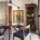 Безусловно удобный и красивый обеденный стол рядом с балконном - это мечта каждого горожанина. Но еще интересней в этом интерьере настенная лампа на длинной штанге. (индустриальный,лофт,винтаж,стиль лофт,индустриальный стиль,интерьер,дизайн интерьера,мебель,квартиры,апартаменты,столовая,дизайн столовой,интерьер столовой,мебель для столовой,фото столовой,идеи столовой)