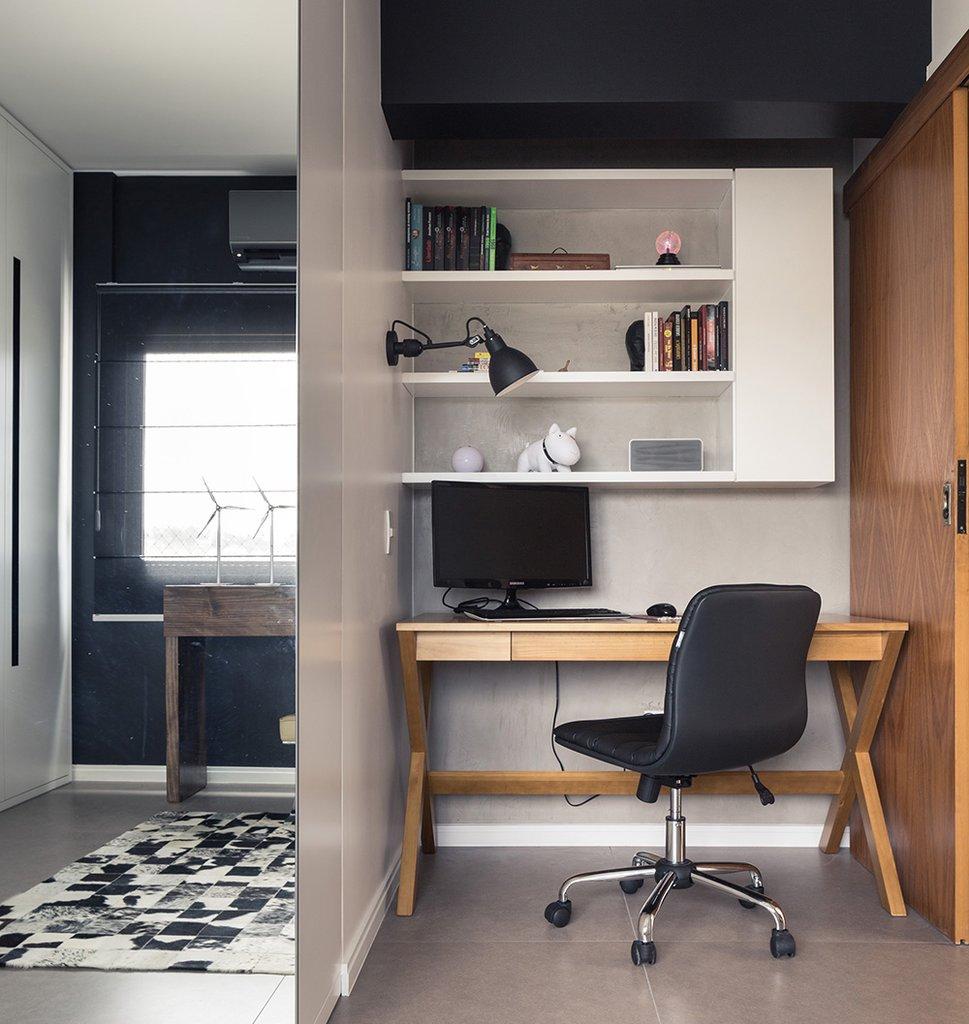 Небольшой домашний офис в нише