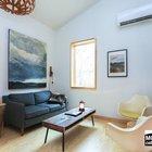Небольшая, но уютная гостиная востребована преимущественно в холодное время года. (маленький дом,интерьер,дизайн интерьера,мебель)