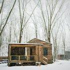Небольшой деревянный домие - весьма романтичное место для встречи нового года.