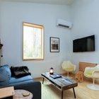 В любом современном, даже очень маленьком, доме не обойтись без телевизора и кондиционера.