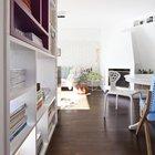 Между столовой и гостиной удачно расположен действующий камин добавляющий уюта квартире. (интерьер,дизайн интерьера,мебель,архитектура,дизайн,экстерьер,квартиры,апартаменты,современный,индустриальный,лофт,винтаж,стиль лофт,индустриальный стиль,столовая,дизайн столовой,интерьер столовой,мебель для столовой,фото столовой,идеи столовой,гостиная,дизайн гостиной,интерьер гостиной,мебель для гостиной,фото гостиной,идеи гостиной)