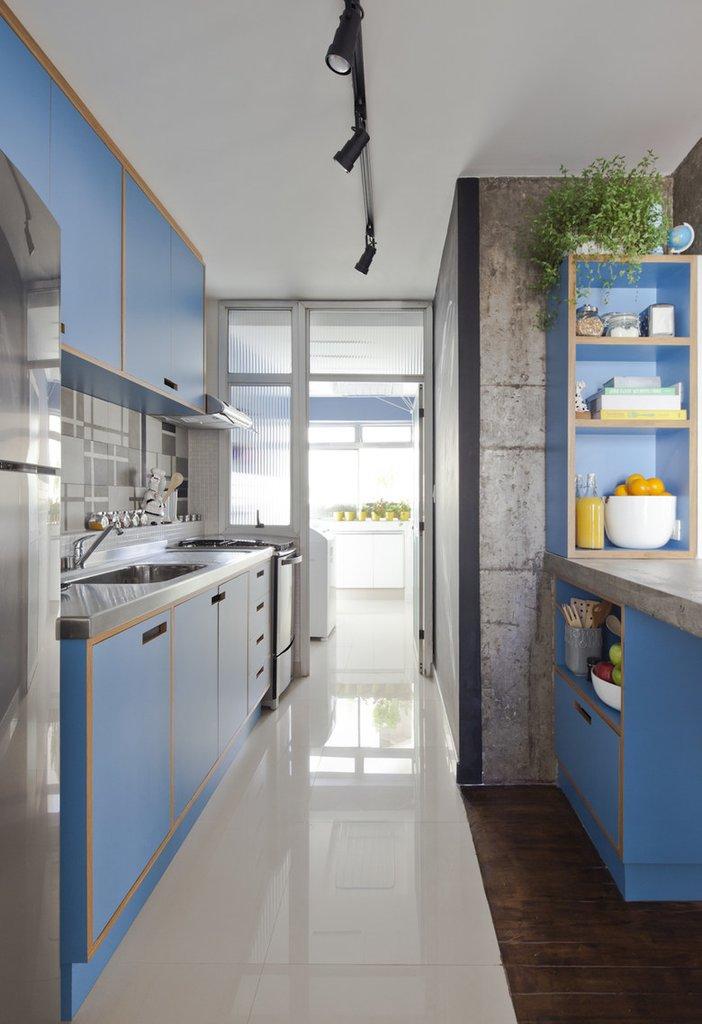 В дальней части кухни находится прачечная отделенная непрозрачной стеклянной перегородкой от кухни.