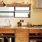 В данной кухне вытяжка выполнена полностью из нержавейки, а (кухня,дизайн кухни,интерьер кухни,кухонная мебель,мебель для кухни,фото кухни,индустриальный,лофт,винтаж,стиль лофт,индустриальный стиль,минимализм,интерьер,дизайн интерьера,мебель)