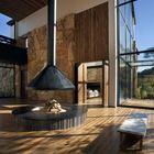 Камины можно обнаружить в разных помещениях гостиничного комплекса. Они являются не только экологичным способом отопления, но и создают приятную уютную атмосферу.