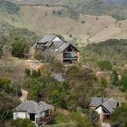 Отель окружают ошеломляющие горные ландшафты.