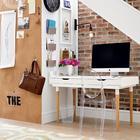 Домашний офис под лестницей. Удобно использовать пробковое покрытие стены чтоб прикалывать заметки.