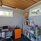 Домашний офис в сарае около дома предоставляет не меньшие возможности для организации рабочего места чем любое другое помещение в доме. (домашний офис,сарай,гараж,парковка,офис,мастерская)