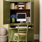 Офис организованный в шкафу-секретере сам по себе очень красив.