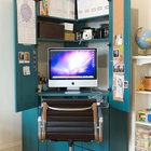 Угловой закрывающийся шкаф с документами и офисной оргтехникой можно расположить практически в любой комнате.