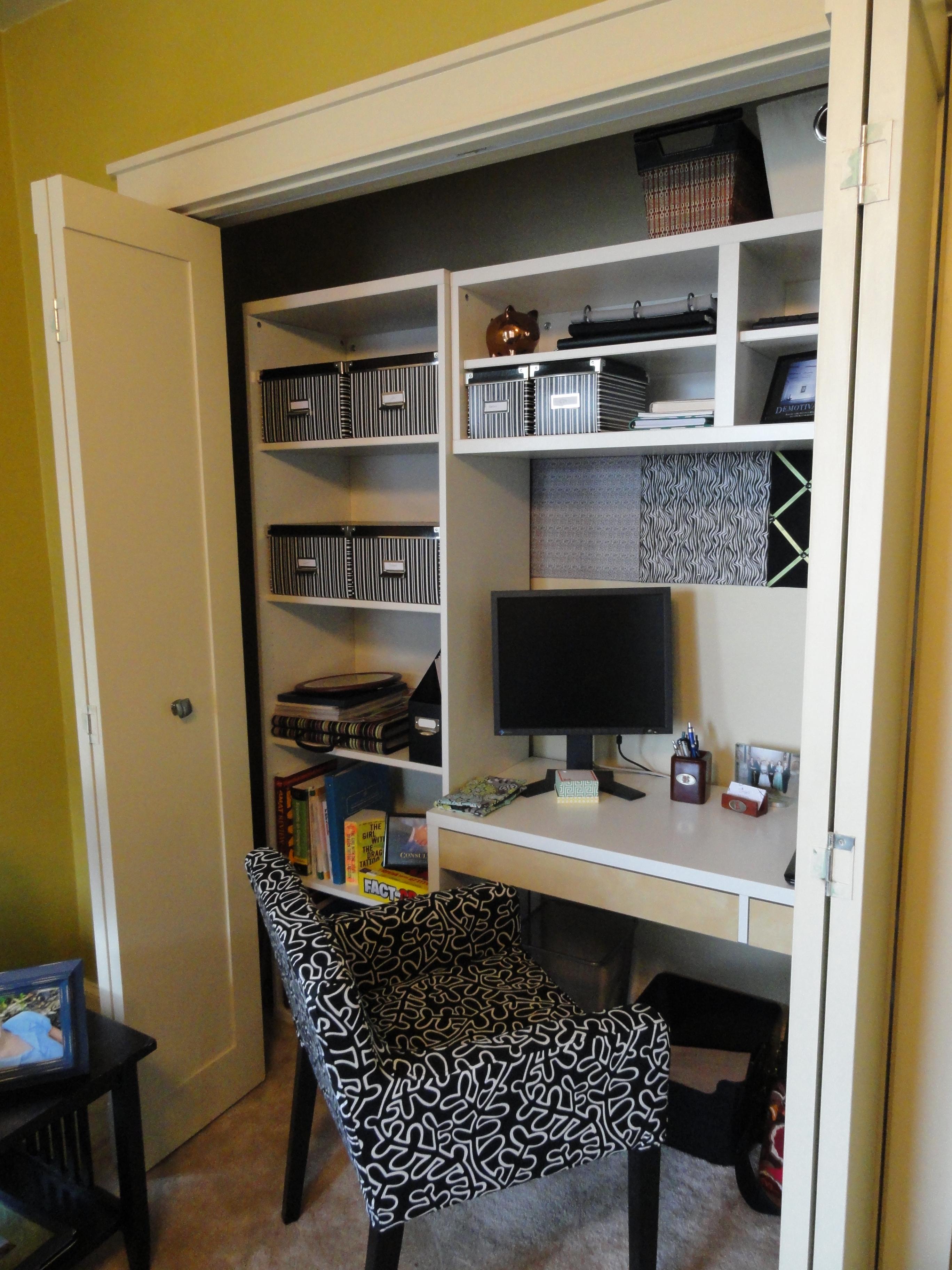 Дверь гармошка удобна тем что широко открывает офисное пространство.