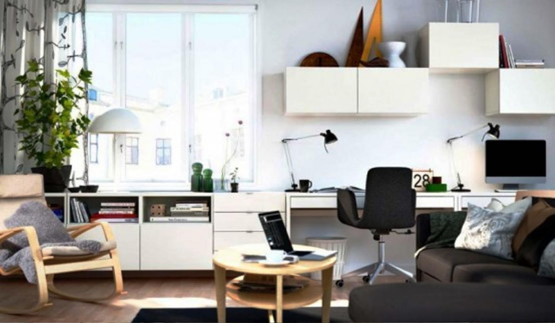 Офисный стол и шкафы может быть частью мебельной стенки в гостинной.