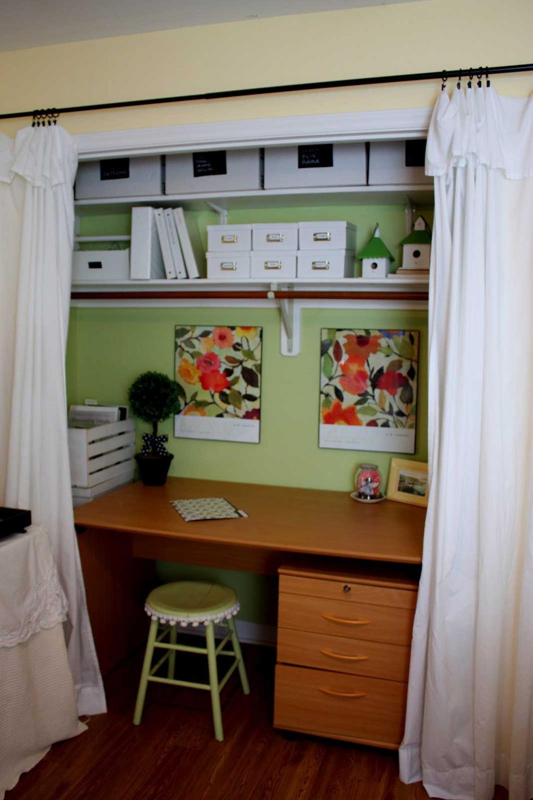 Шторы закрывающие офис в нише сочетаясь с оконными могут полностью и гармонично скрывать офисное пространство.