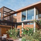 Уютный дворик дополняет жилое пространство второго этажа. (пляжный,индустриальный,лофт,винтаж,стиль лофт,индустриальный стиль,современный,архитектура,дизайн,экстерьер,интерьер,дизайн интерьера,мебель,фасад,на открытом воздухе,патио,балкон,терраса)