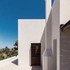 Цвета фасадов выдержаны в традиционных для острова оттенках. (фасад,средиземноморский,архитектура,дизайн,интерьер,экстерьер)