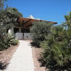 Дорожка к дому проходит через сад и ведет к одной из веранд. (на открытом воздухе,патио,балкон,терраса,фасад,средиземноморский,архитектура,дизайн,интерьер,экстерьер)