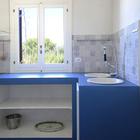 Кухня выполнена весьма лаконично, но функционально. (кухня,средиземноморский,мебель,архитектура,дизайн,интерьер,экстерьер)