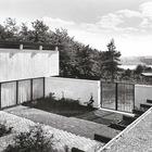 Внутренний двор дома. (на открытом воздухе,патио,балкон,терраса,фасад,1950-70е,середина 20-го века,архитектура,дизайн,экстерьер)
