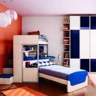 Красочная детская с оригинальной двухъярусной кроватью.