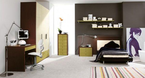 Современная подростковая детская комната с большой картиной на полу и тонкими цветовыми оттенками.