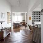 В интерьере квартиры был сохранен деревянный паркет. (гостинная,вход,прихожая,1950-70е,мебель,архитектура,дизайн,интерьер,экстерьер)