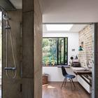 Душ в офисе - неординарное решение. (на открытом воздухе,патио,балкон,терраса,домашний офис,офис,мастерская,ванна,санузел,душ,туалет,индустриальный,лофт,винтаж,архитектура,дизайн,интерьер,экстерьер,мебель)