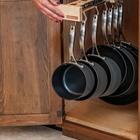 Выдвижная вешалка для кастрюль и сковородок