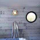 Круглые элюминаторы придают помещениям шарма и напоминают о том что вы находитесь на барже. (спальня,дизайн спальни,интерьер спальни,современный,интерьер,дизайн интерьера)