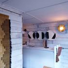 Кухня достаточно минималистична, но все необходимое кухонное оборудование в доме на барже установлено. (столовая,дизайн столовой,интерьер столовой,мебель для столовой,кухня,дизайн кухни,интерьер кухни,кухонная мебель,мебель для кухни,современный,мебель,интерьер,дизайн интерьера)