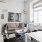 Телевизор закреплен на стене на кронштейне, что позволяет его смотреть как из кухни, так и с дивана. (гостиная,столовая,хранение,гардероб,шкаф,комод,мебель,скандинавский,архитектура,дизайн,интерьер,экстерьер,квартиры,апартаменты)