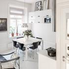 В маленькой квартире нашлось место и картинам и цветам. Они оживляют пространство. (столовая,кухня,скандинавский,индустриальный,лофт,винтаж,мебель,архитектура,дизайн,интерьер,экстерьер,квартиры,апартаменты)