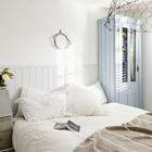 Вторая спальня в доме соответствует общей стилистике дома и выдержана в светлых тонах. (спальня,дизайн спальни,интерьер спальни,деревенский,сельский,кантри,архитектура,дизайн,интерьер,экстерьер)