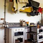 Рабочий стол художника из старых печек с декором из ручных мясорубок. (домашний офис,офис,мастерская,эклектика,смешение стилей,индустриальный,лофт,винтаж,стиль лофт,индустриальный стиль,интерьер,дизайн интерьера,мебель)
