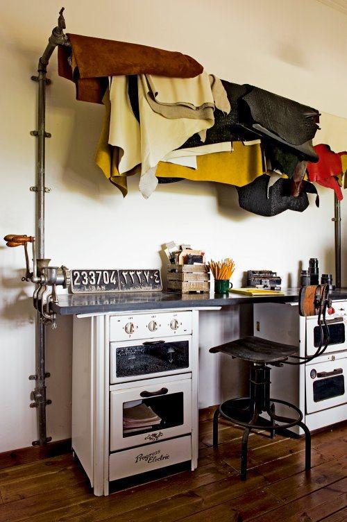 Рабочий стол художника из старых печек с декором из ручных мясорубок.